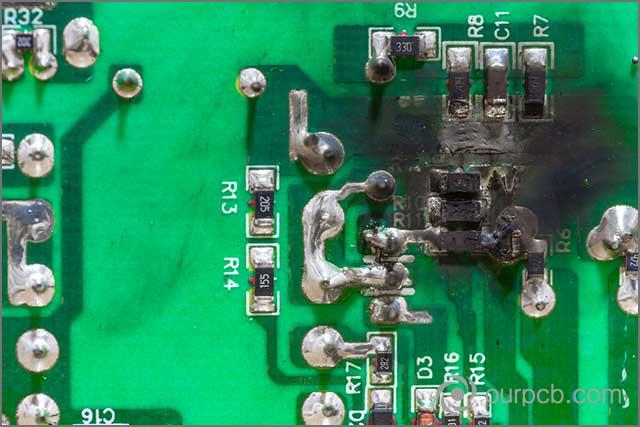 Mostra un gruppo PCB LED riscaldato a causa di un corto circuito